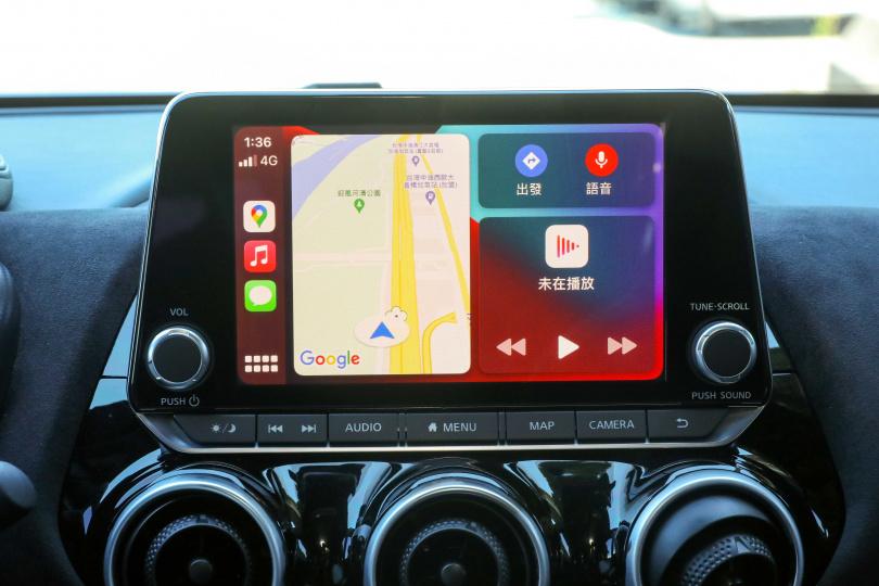 8吋懸浮式的中控螢幕,並附有Apple Carplay Android Auto 智慧手機連結系統
