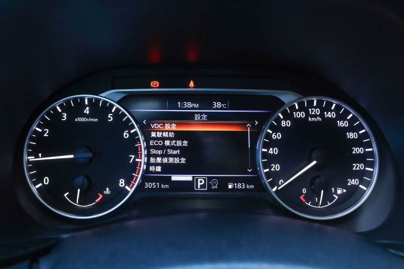 在儀表中央搭載了7吋螢幕,提供各種行車資訊