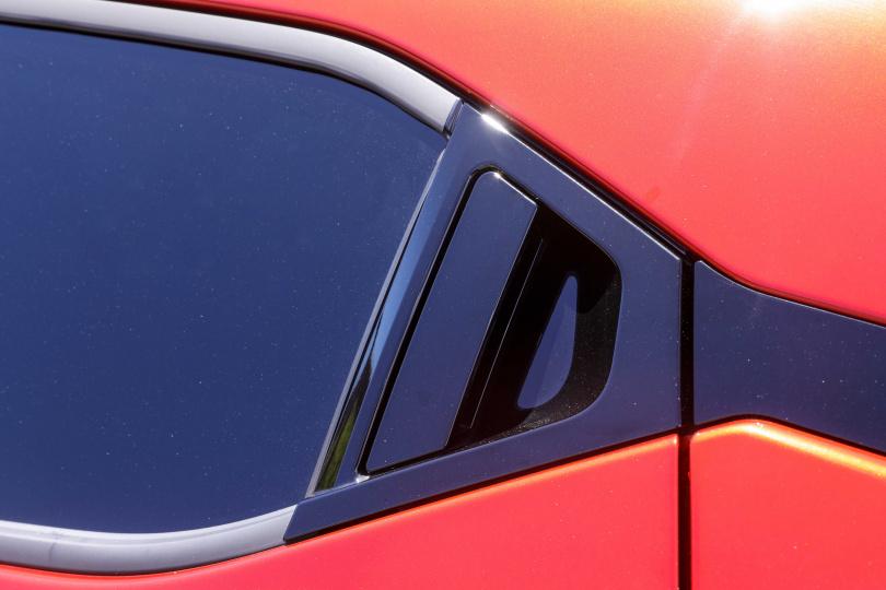 運用隱藏門把使後車身線條拉長且更為俐落