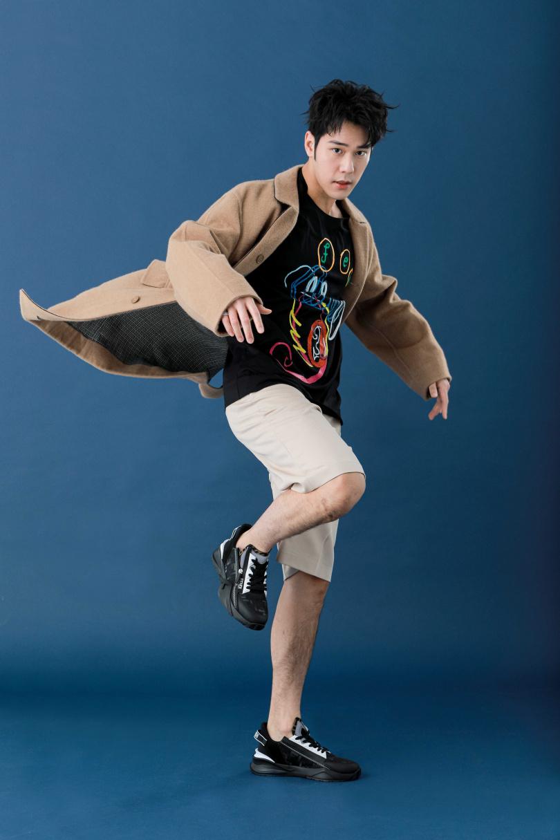 因為一直保有運動的習慣,周予天動作靈活身手矯健。(圖/林士傑攝)