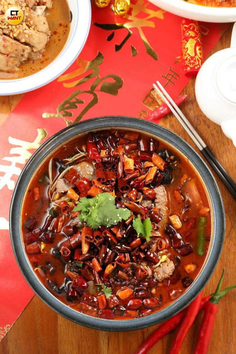「綜合生魚片」有旗魚、鮭魚、鮪魚、海鱺、甘貝、甜蝦。(圖/于魯光攝)
