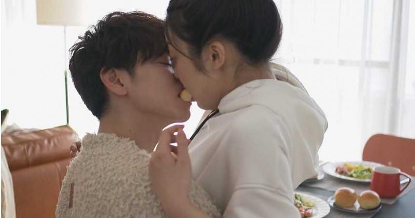 兩人在完結篇頻頻解鎖新的吻戲姿勢,灑糖灑好灑滿。(圖/friDay影音提供)