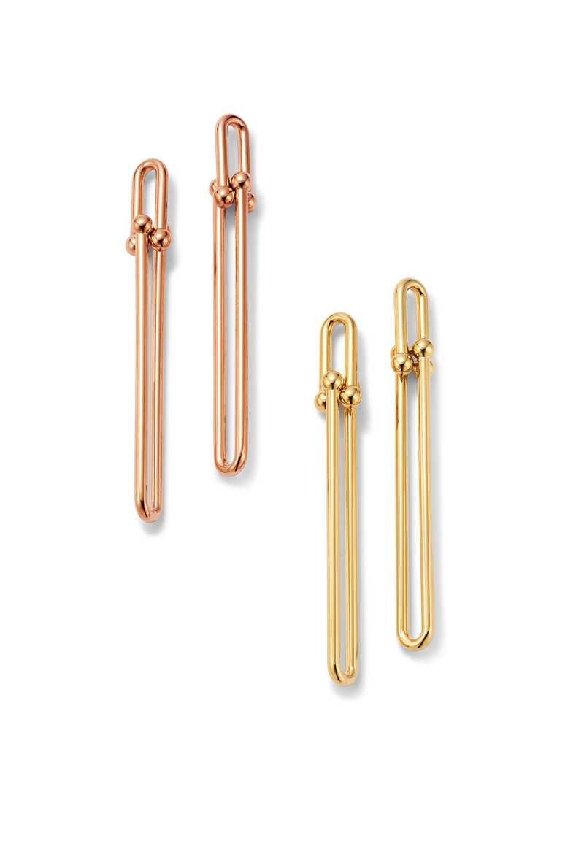 TIFFANY & CO.「Tiffany HardWear系列」雙重長扣環耳環╱(左)18K玫瑰金;(右)18K金╱各71,000元。(圖╱TIFFANY & CO.提供)