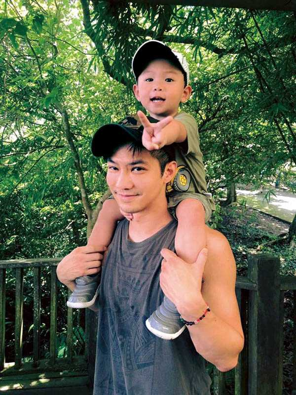 兒子「乖寶」年紀還小,但對穿搭已有自己的想法,鄒承恩平時會對乖寶的帽子和髮型提出意見。(圖/鄒承恩提供)