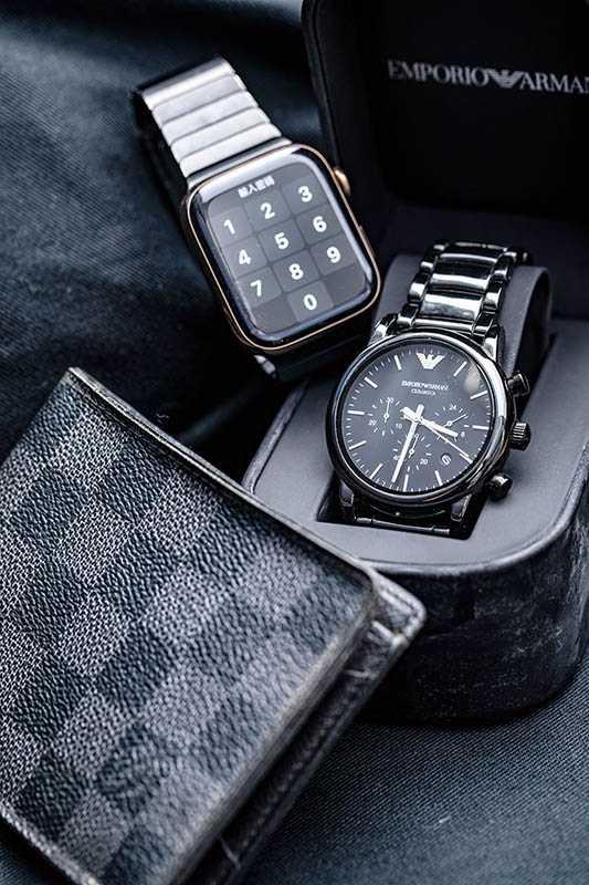 LOUIS VUITTON皮夾/已絕版(前)、EMPORIO ARMANICeramica腕錶/約14,000元(中)、Apple Apple Watch/約12000元(後)(圖/莊立人攝)