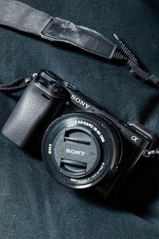 朋友送鄒承恩這台相機,激發他對拍照的興趣,與乖寶拍了許多溫馨的父子照。(圖/莊立人攝)