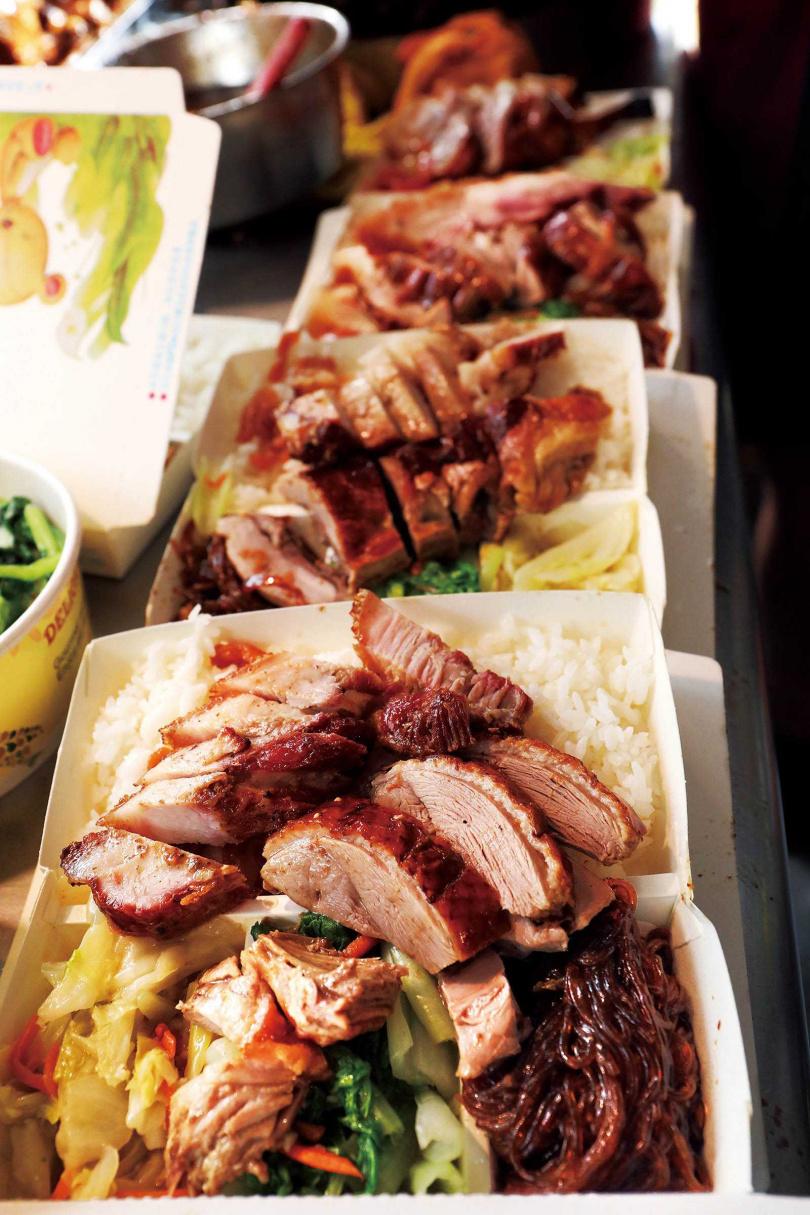 可任意搭配的雙拼,叉燒肉和燒鴨最為搶手。(圖/于魯光攝)