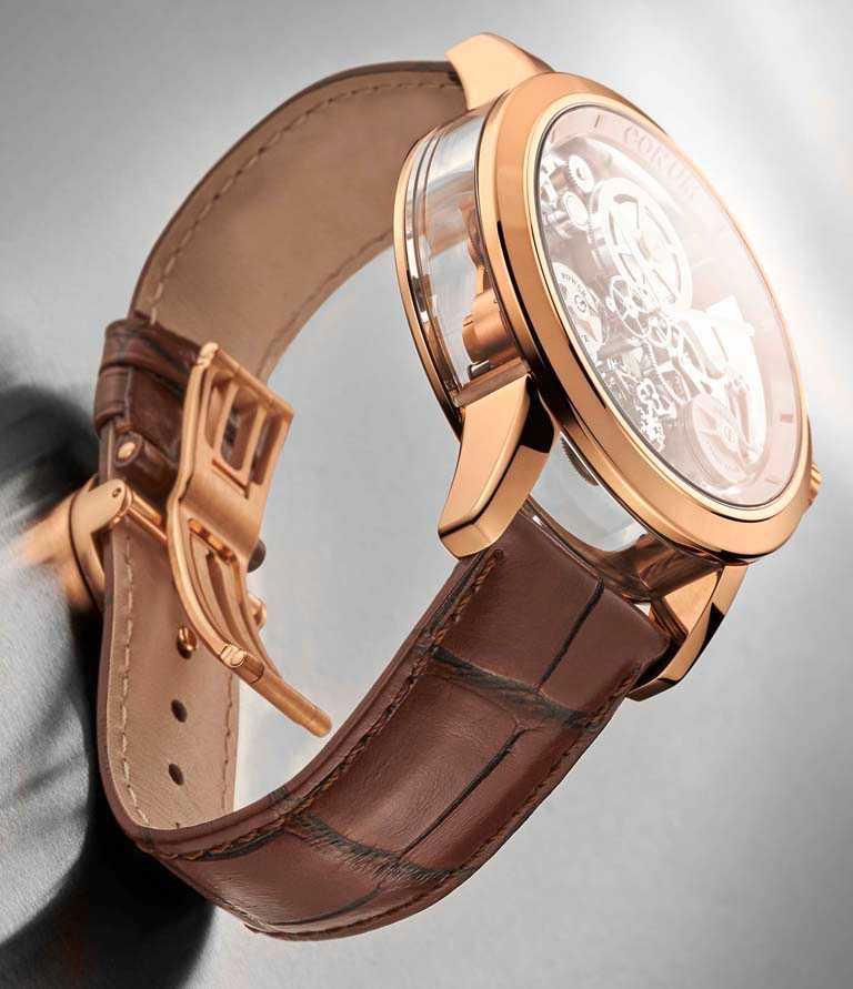 CORUM「LAB 02系列」飛行陀飛輪限量腕錶,可以從透明錶蓋側面見到精緻的動力儲存顯示。(圖╱CORUM提供)