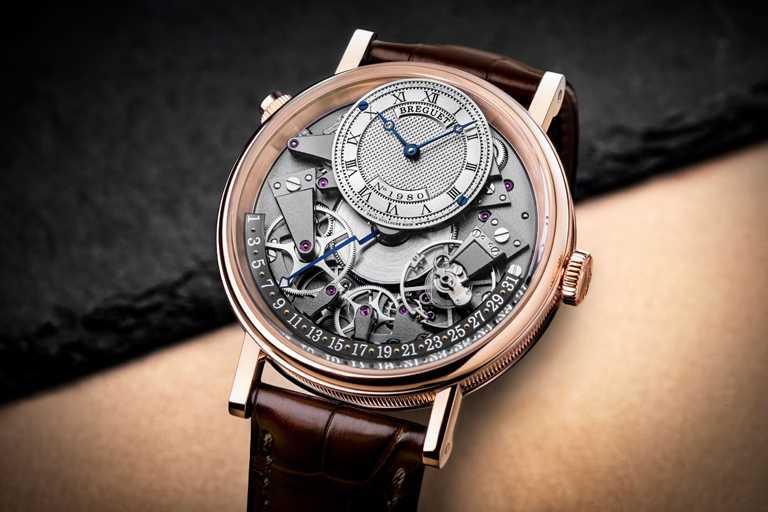 BREGUET「7597 Tradition傳世」系列日期逆跳腕錶,40mm,18K玫瑰金錶殼,505Q型自動上鏈機芯╱1,219,000元。(圖╱BREGUET提供)