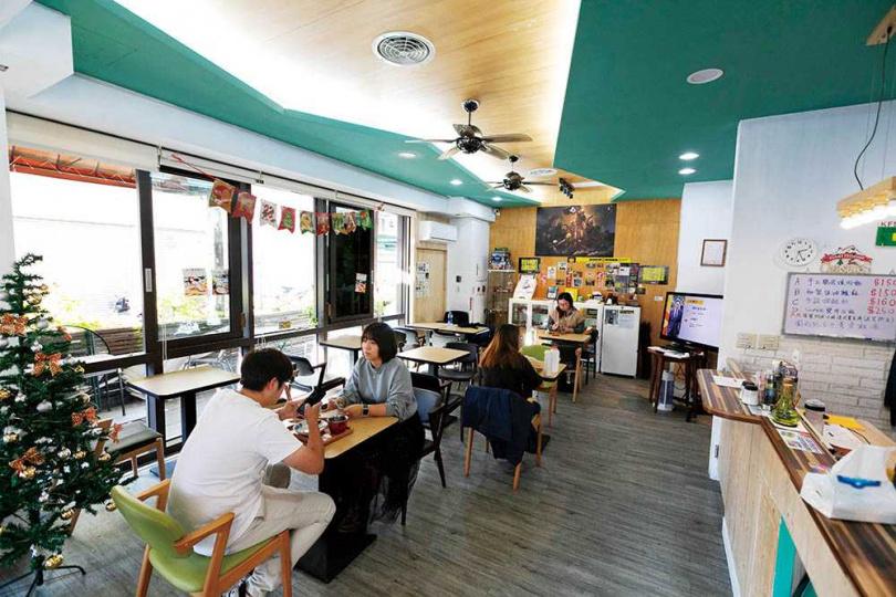 除了兩款主打飯食,「煲底 bodium」每天還會推出一款特餐讓來客增加新鮮感。(圖/林士傑攝)