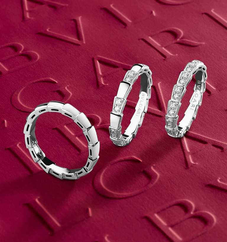 BVLGARI全新「Serpenti Viper」系列珠寶,(左)白K金戒指╱40,700元;(中)白K金半密鑲鑽石戒指╱90,900元;(右)白K金全密鑲鑽石戒指╱181,600元。(圖╱BVLGARI提供)