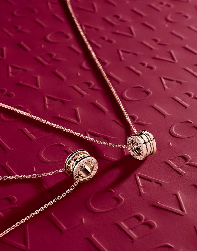(左)BVLGARI「B.zero1 Rock」系列,玫瑰金黑陶瓷三環項鍊╱95,300元;(右)BVLGARI「B.zero1」系列,玫瑰金雙環項鍊╱95,300元。(圖╱BVLGARI提供)