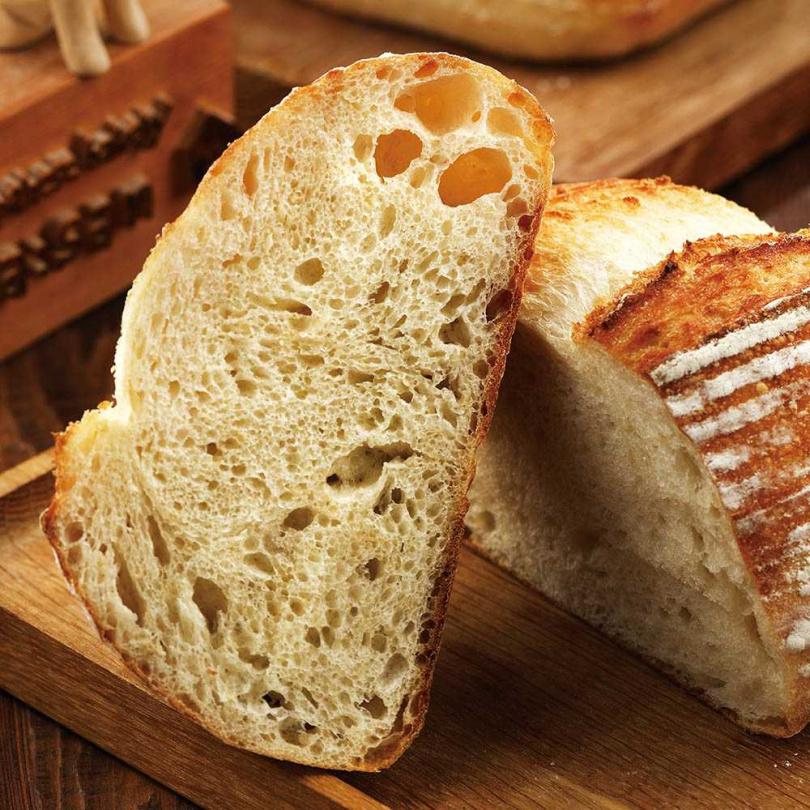 從「糙米鄉村」大小不一的麵包氣孔,可看出麵糰發酵極佳。(圖/于魯光攝)