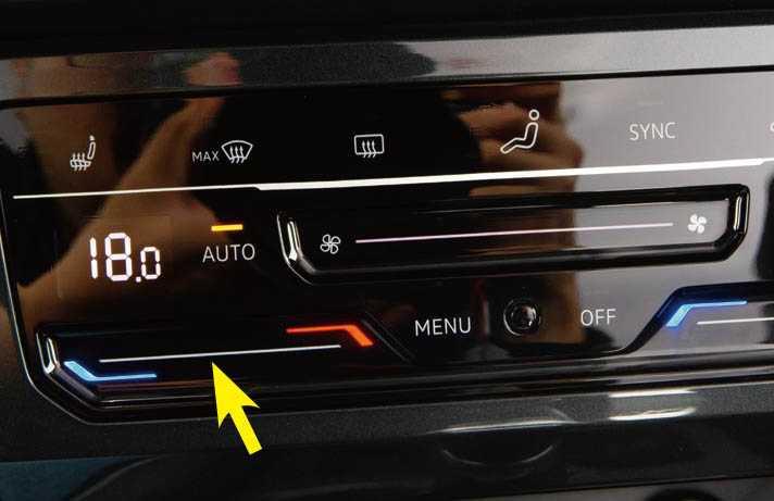 空調系統(黃箭頭處)改為觸控介面,反應還算靈敏。(圖/黃耀徵攝)