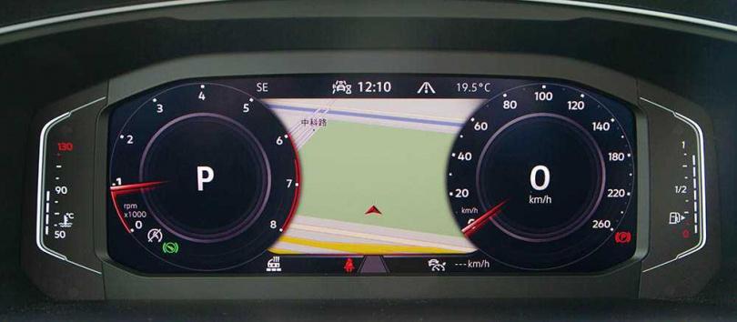 配備10.25吋全邏輯數位化儀表,可透過方向盤上的快撥按鍵,切換不同顯示介面。(圖/黃耀徵攝)