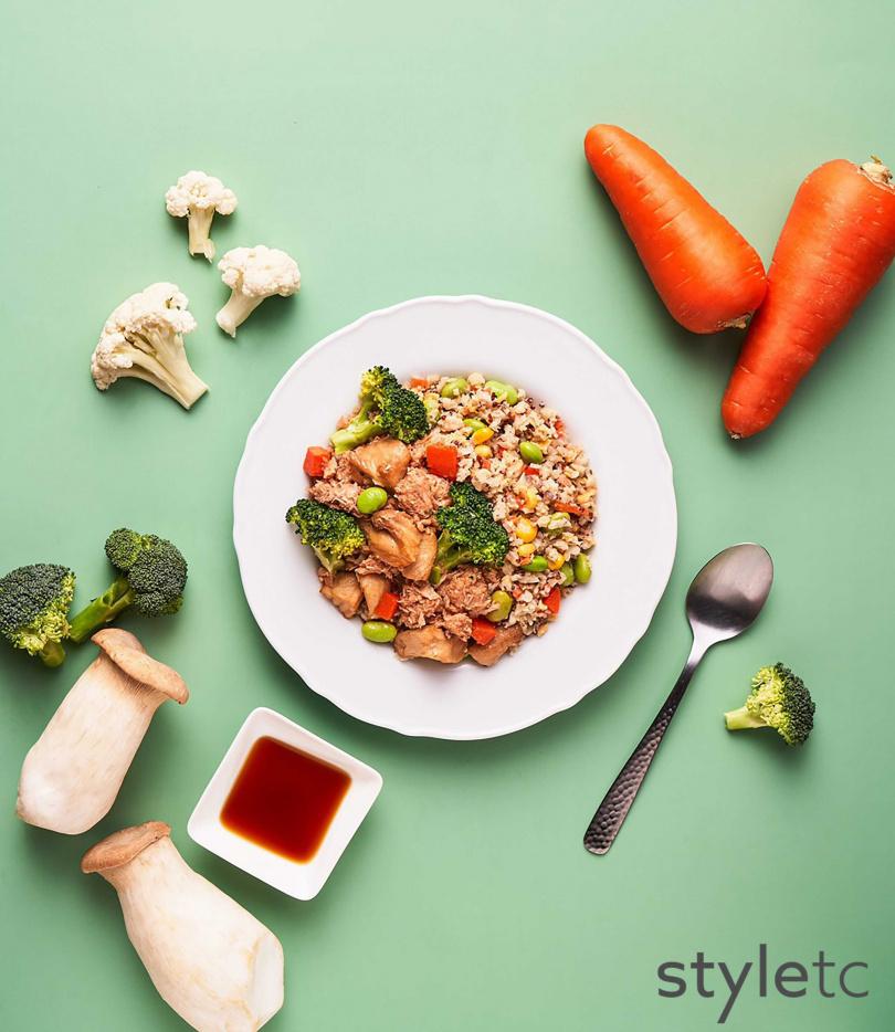 「日式野菇醬燒未來牛」搭配五色鮮蔬花椰菜米,具高纖低糖的特色。(159元)(圖/品牌提供)