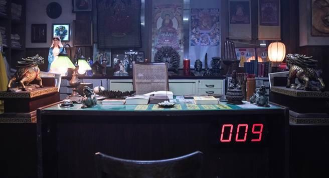 斥資千萬打造的《第九分局》場景,邱澤盛讚是從影最奇幻。(圖/甲上提供)