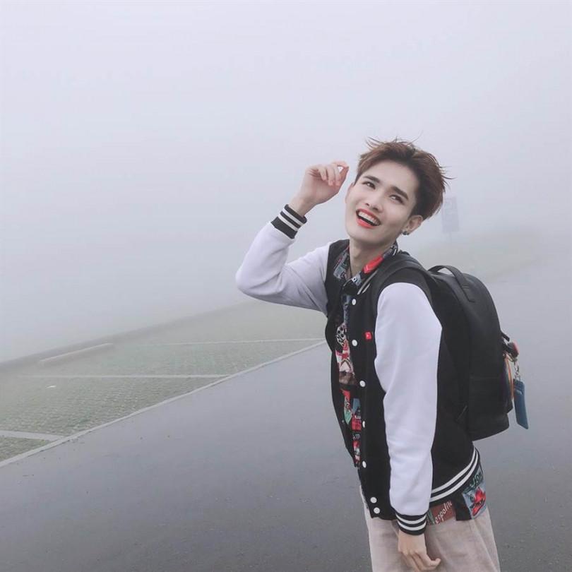 鍾明軒從煎熬弟變國際美人。(圖/翻攝自鍾明軒臉書)