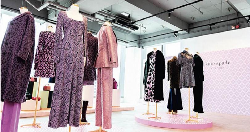 現場的服裝陳列,預告今年時尚新色甜美大膽。
