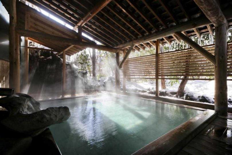 草津號稱「關東第一名湯」,也為日本三大溫泉名勝之一,並以當地獨有的「湯揉」入浴法聞名於世。