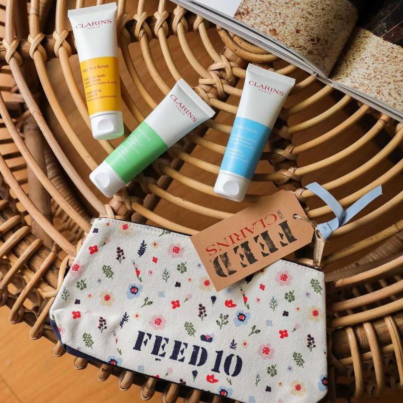 6月起,購買一支全新上市的去角質霜,克蘭詩就幫你加入FEED慈善捐餐行動,同時還可將充滿環保精神的限量FEED化妝包免費帶回家!(圖/品牌提供)