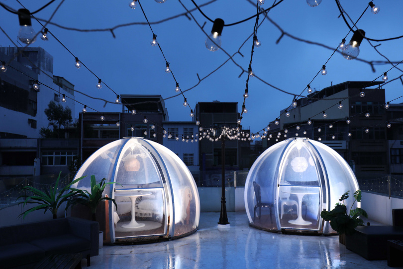 三樓露台藏有超夯「玻璃球帳篷」.一邊嘗美食賞星空。