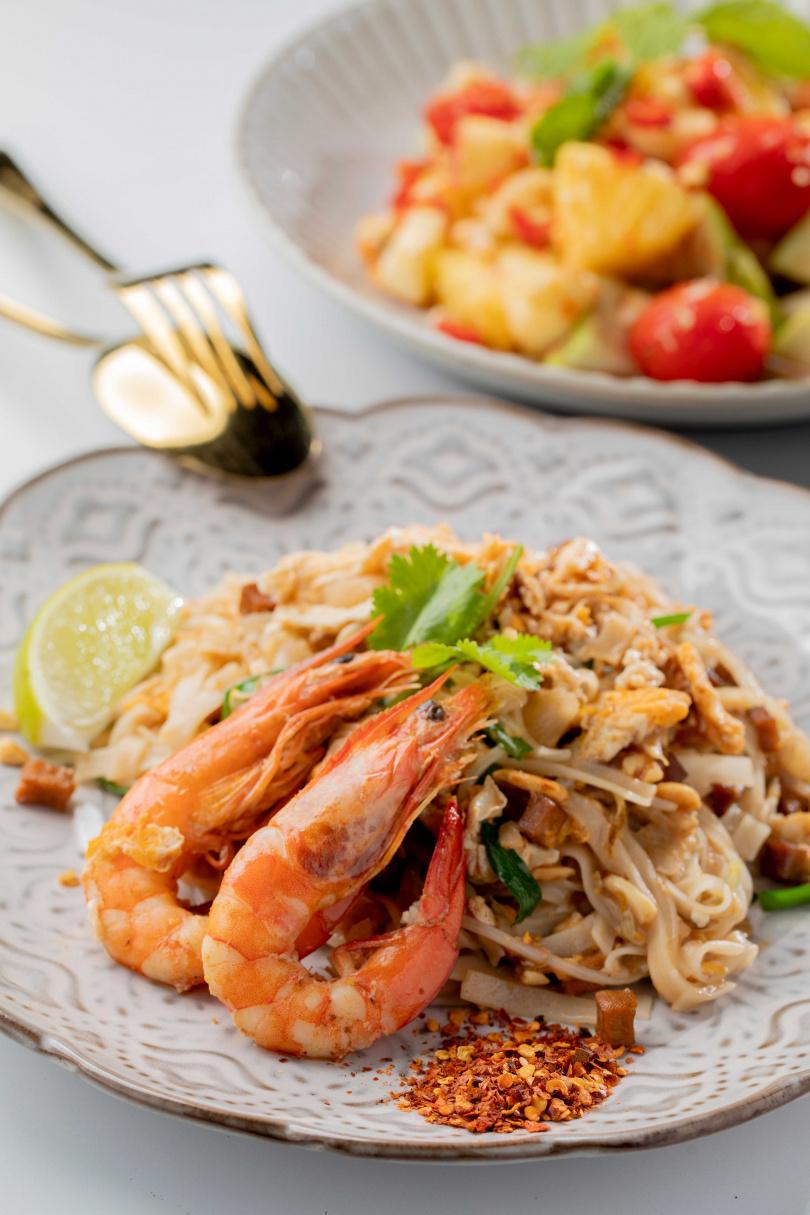 「泰式鮮蝦炒河粉」蛋香鮮明,香脆的碎花生與爽口豆芽菜更豐富了層次。(280元)