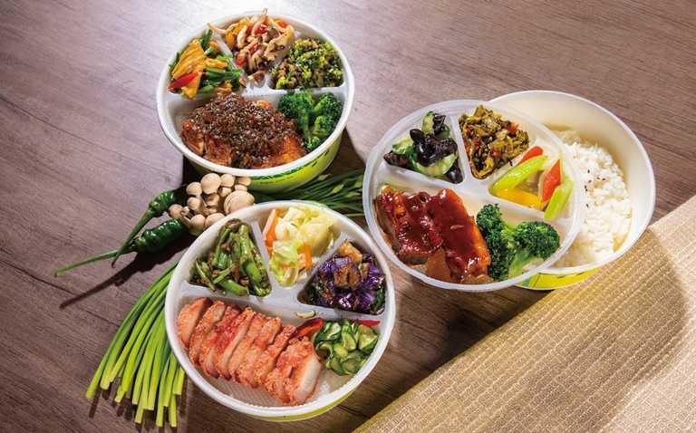 凱達大飯店推出超值的元氣餐盒,共有三種口味:無錫排骨、台式紅槽肉、梅林雞腿排,每份僅需120元。