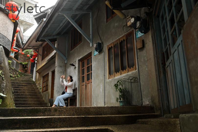 恬靜清幽的祈堂老街,保留依山勢而搭建的房舍。(圖/于魯光攝)