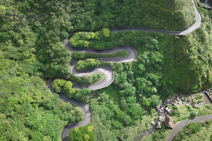 金水公路短短七百公尺,沿途可見不同角度的山海景緻。(圖/于魯光攝)