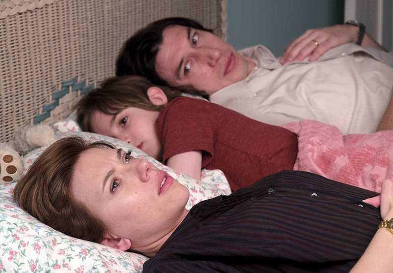 《婚姻故事》講述夫妻在離婚階段,愛中有恨、恨中又割捨不了愛的揪心過程。(圖/Netflix提供)