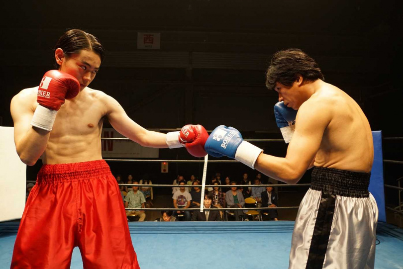為了符合劇中的體重級別,菅田將暉增重10公斤、梁益準則減重10公斤。(圖/車庫提供)