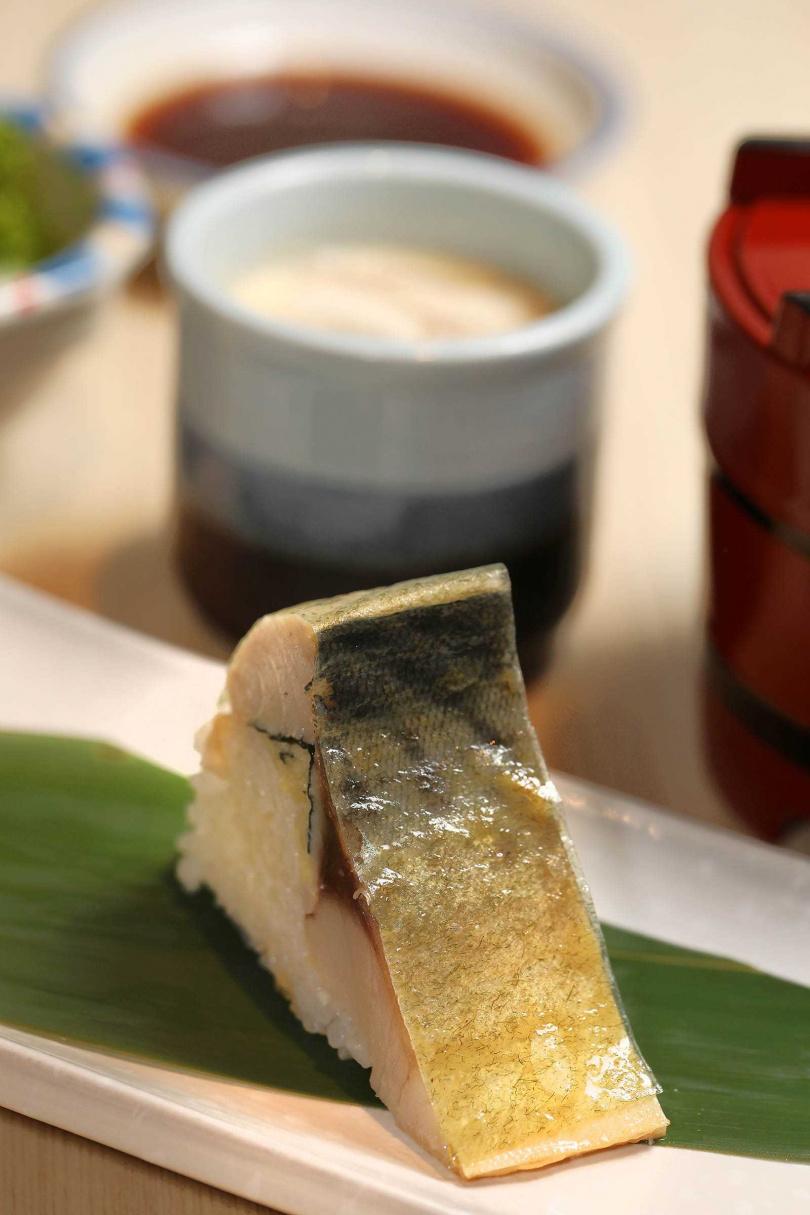 招牌鯖魚壽司。(圖/于魯光攝)