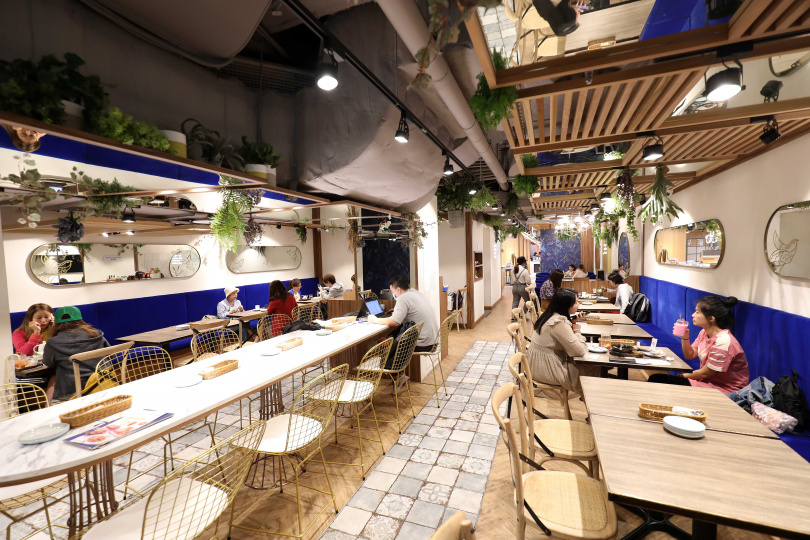 「Engolili英格莉莉輕食館」空間營造出愜意、舒適的知性氛圍。