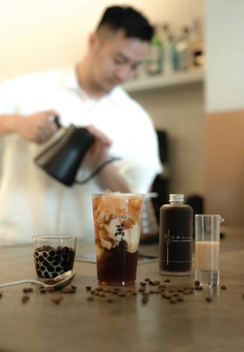 「波霸鴛鴦拿鐵」挑選了來自巴西知名的精品咖啡品牌--摩羯座咖啡,所產生的咖啡豆。