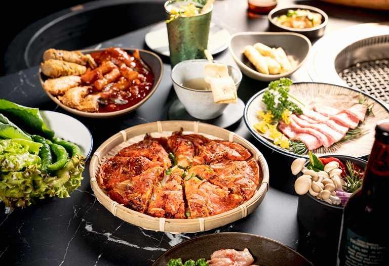 除了燒肉外,還有各種韓式菜餚可以品嘗,圖為泡菜煎餅。