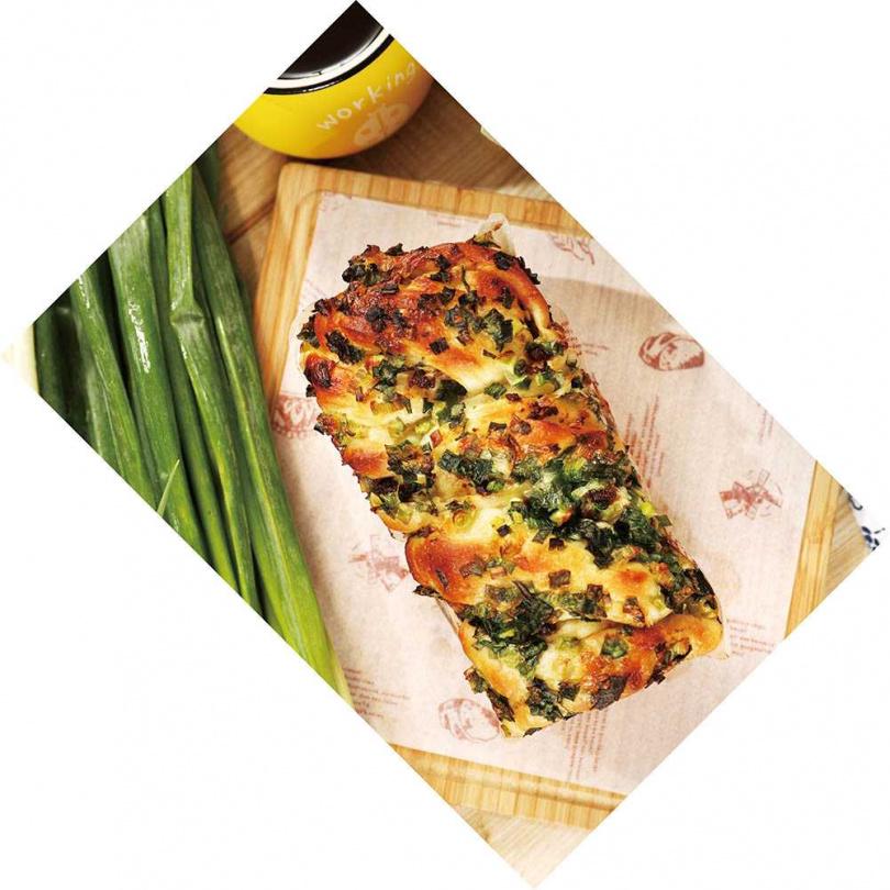 「三星蔥肉燥生吐司」的吐司濕潤有彈性,綿密中又能嘗到蔥香與肉燥香。(250元)(圖/于魯光攝)
