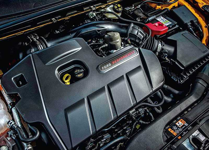 Focus-002. 搭載2.3升 EcoBoost直列四缸渦輪增壓引擎,280hp的峰值輸出堪稱有史以來最強悍的Focus ST。(圖/車商提供)
