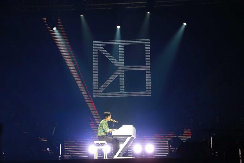 鄭容和自彈自唱〈Can't Stop〉開唱。(圖/Applewood Taiwan提供)