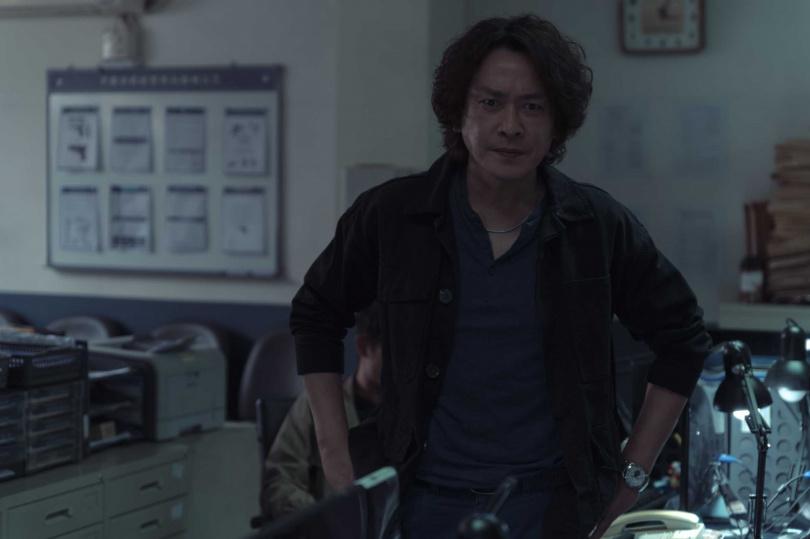 王識賢演出警察,和張孝全、許瑋甯劇中關係微妙。(圖/Netflix提供)