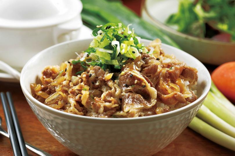 「雪花牛肉丼」偏日式風味,口感細緻軟嫩,老少咸宜。(150元)(圖/于魯光攝)