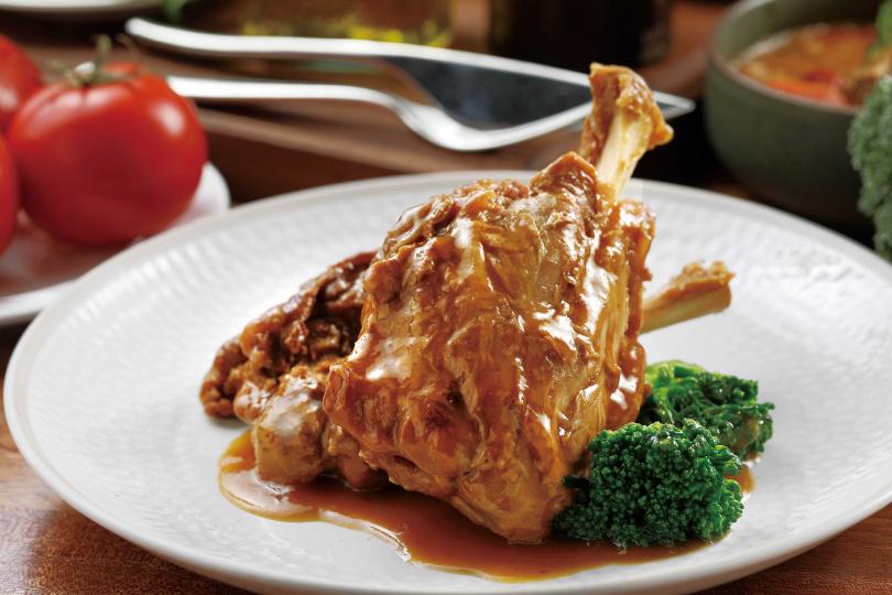 「小豬膝」選用丹麥的豬膝,滷汁中有八角、肉桂、丁香與孜然,馨香夠味。(280元)(圖/于魯光攝)