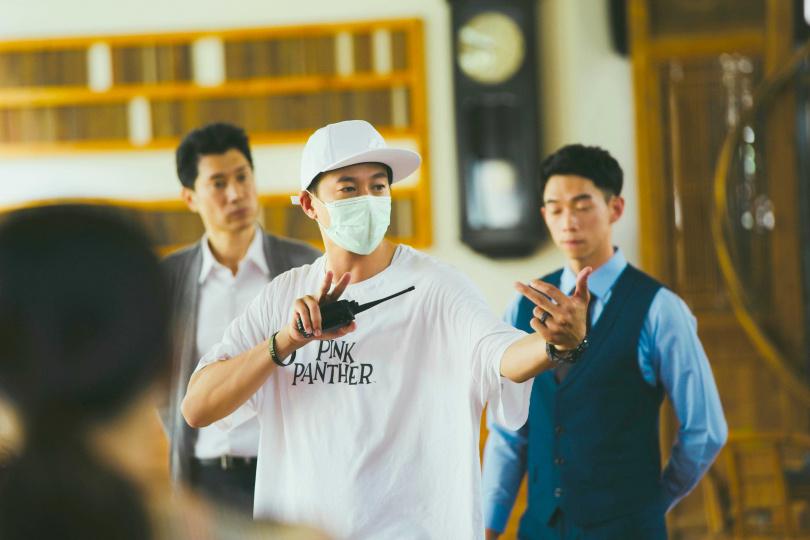 導演何潤東完成第二部執導作品,特別感謝團隊的支持幫忙。(圖/頤東娛樂提供)