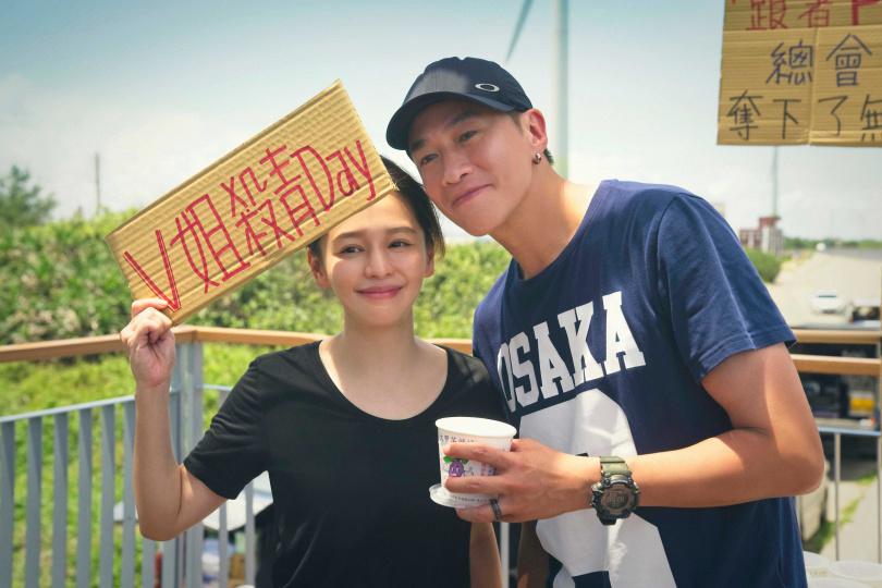 徐若瑄自虧是菜鳥製作人,感謝導演何潤東(右)讓她參與製作。(圖/頤東娛樂提供)