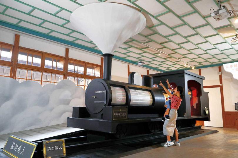 「蒸汽夢工廠」展示蒸汽火車的動力與機械結構,讓孩子們從遊戲中學習。(圖/于魯光攝)