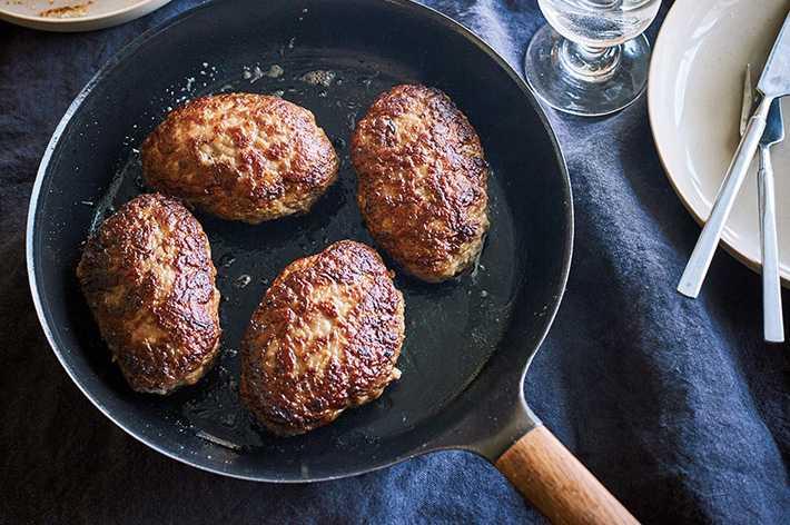 能輕鬆煎出外焦脆內多汁的日式漢堡排。(圖/vermicular提供)