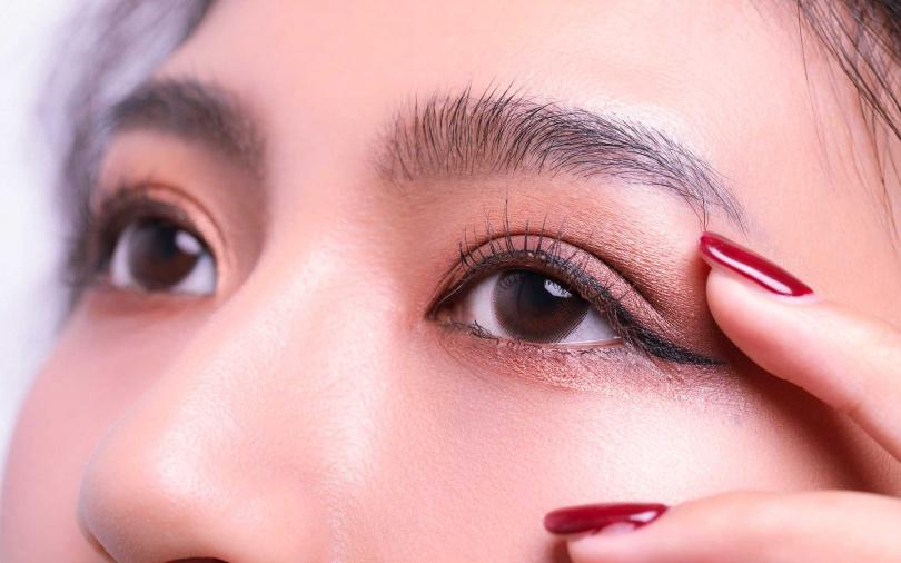 眼周問題的出現時間有越來越提早化的趨勢。(圖/戴世平攝影)