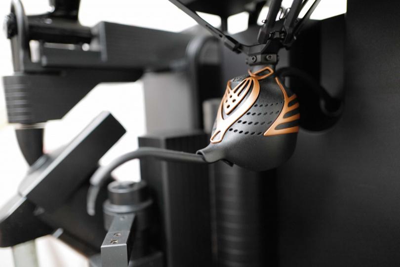 神燈造型的注水管,是模擬咖啡壺水線的曲線而成。(圖片提供/Qofii智慧手沖咖啡平台)
