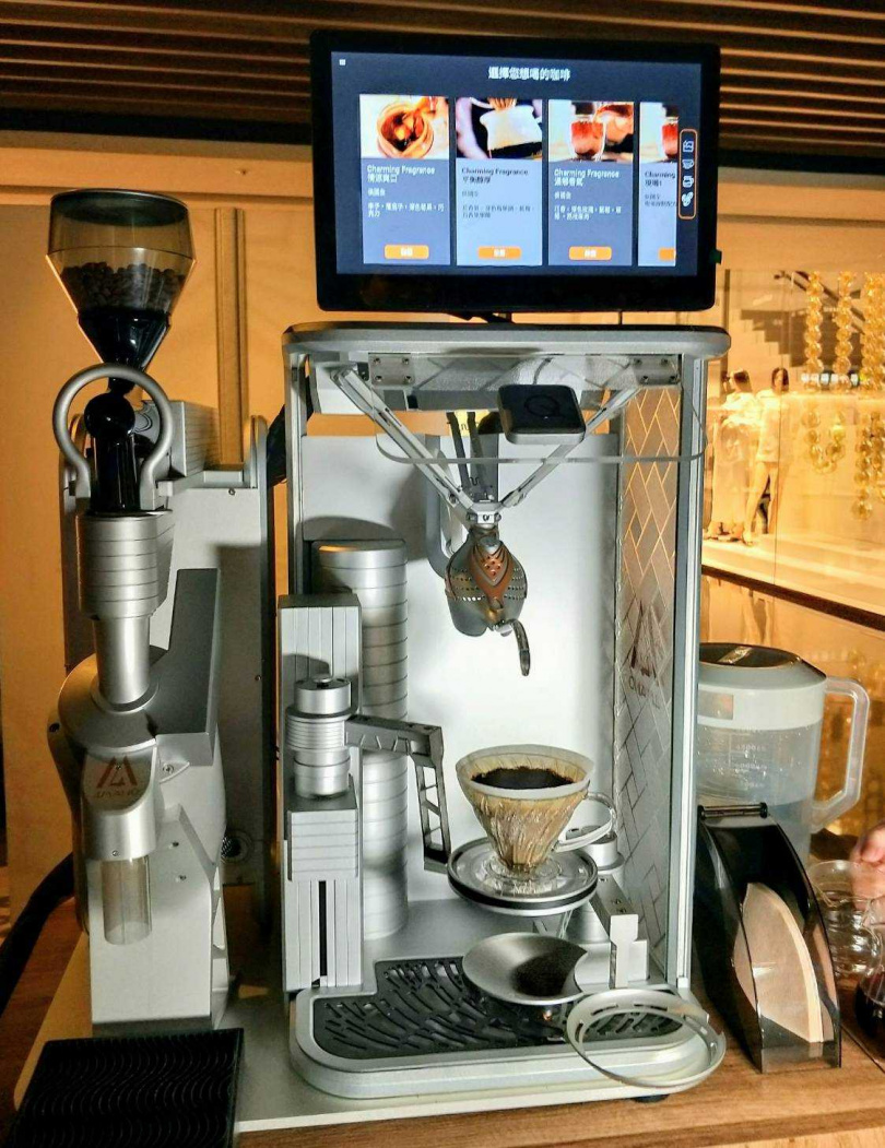 耗時兩年研發、台灣第一台結合科技與冠軍咖啡師沖煮技術的「Qofii智慧手沖咖啡平台」今日正式發表。(攝影/高靜玉)