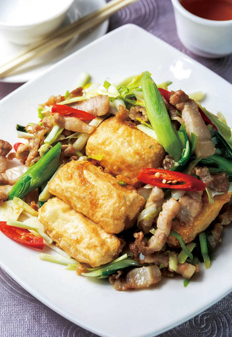「招牌炒臭豆腐」的臭豆腐口感較嫩,整體調味不算重但配料香氣足。(320元)(圖/焦正德攝)